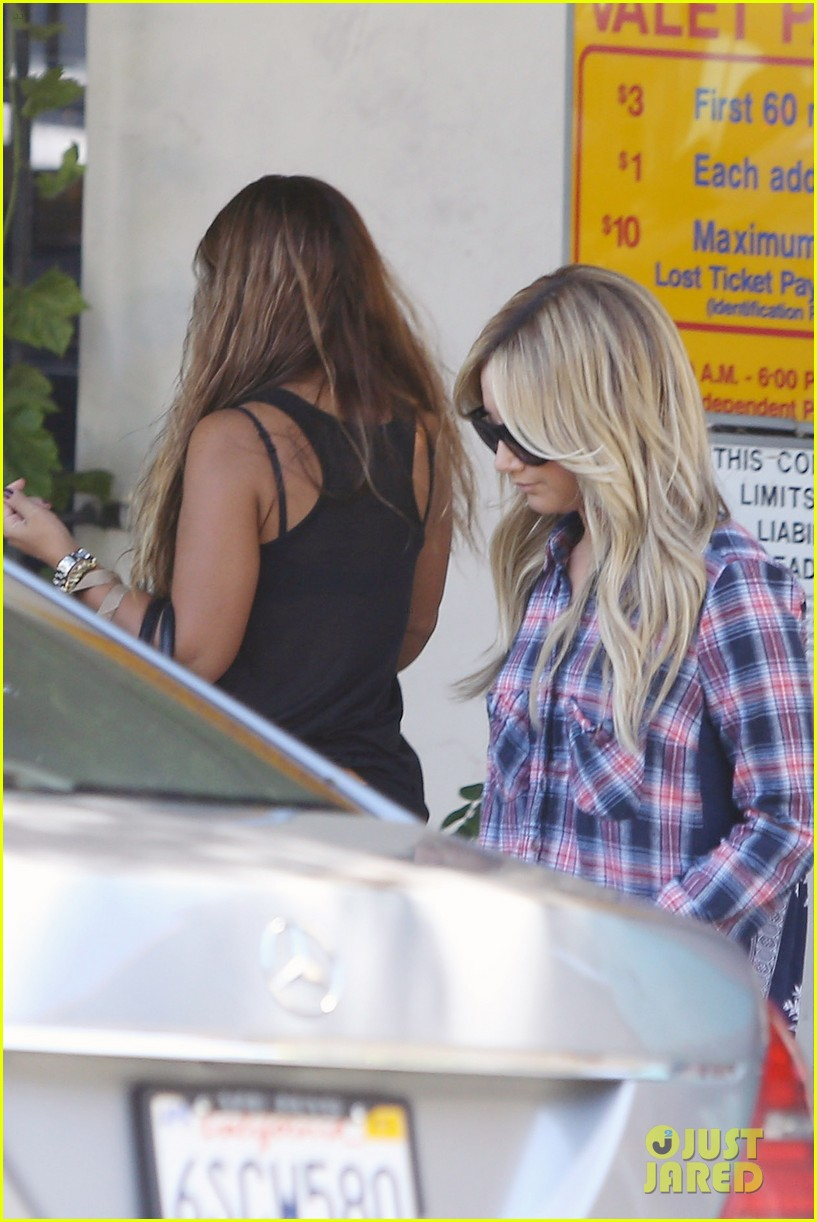 vanessa hudgens ashley tisdale 901 salon stop 153124859