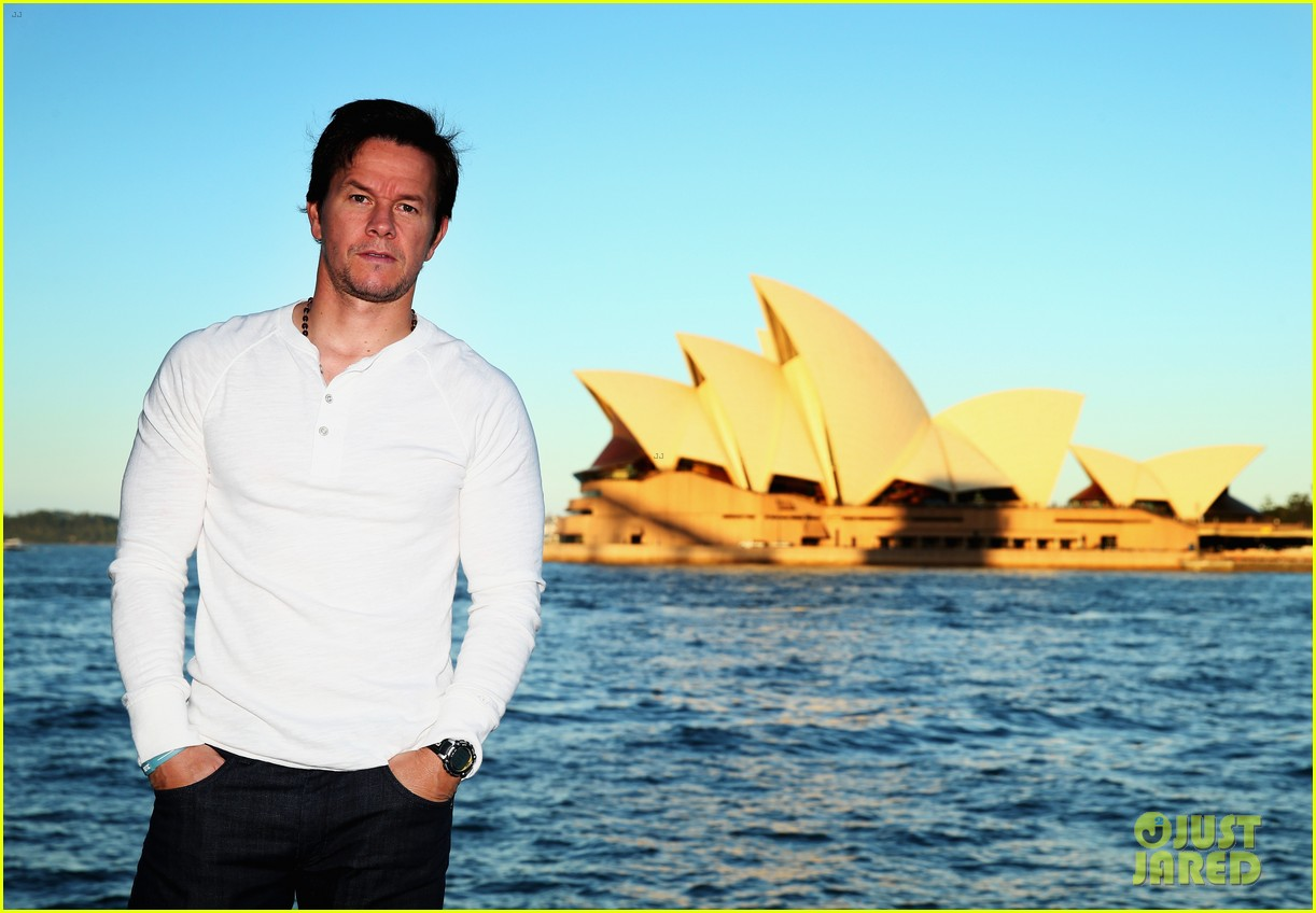 mark wahlberg begins transformers 4 promo tour in sydney 13
