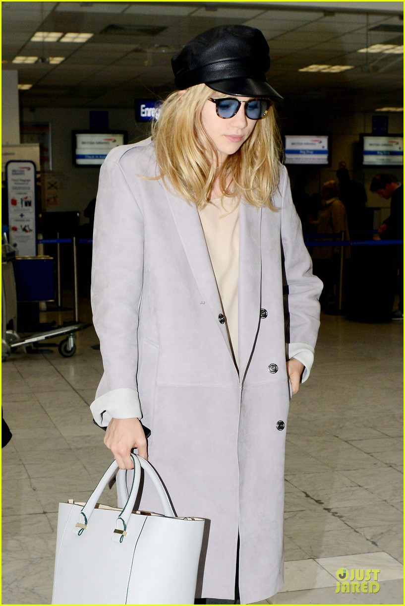 suki waterhouse jets out of france after cannes 04
