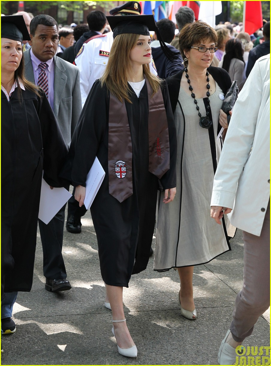 emma watson graduates brown university lit major02
