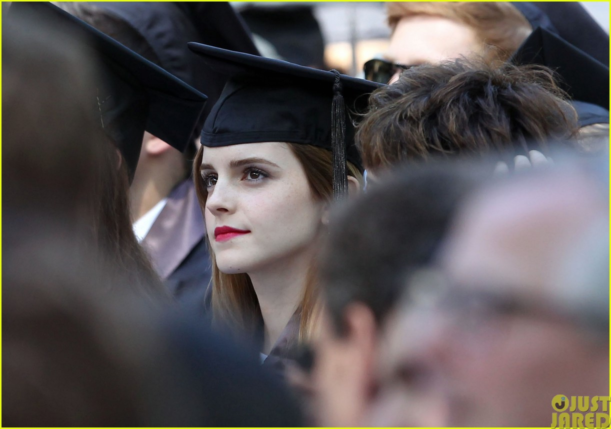 emma watson graduates brown university lit major03