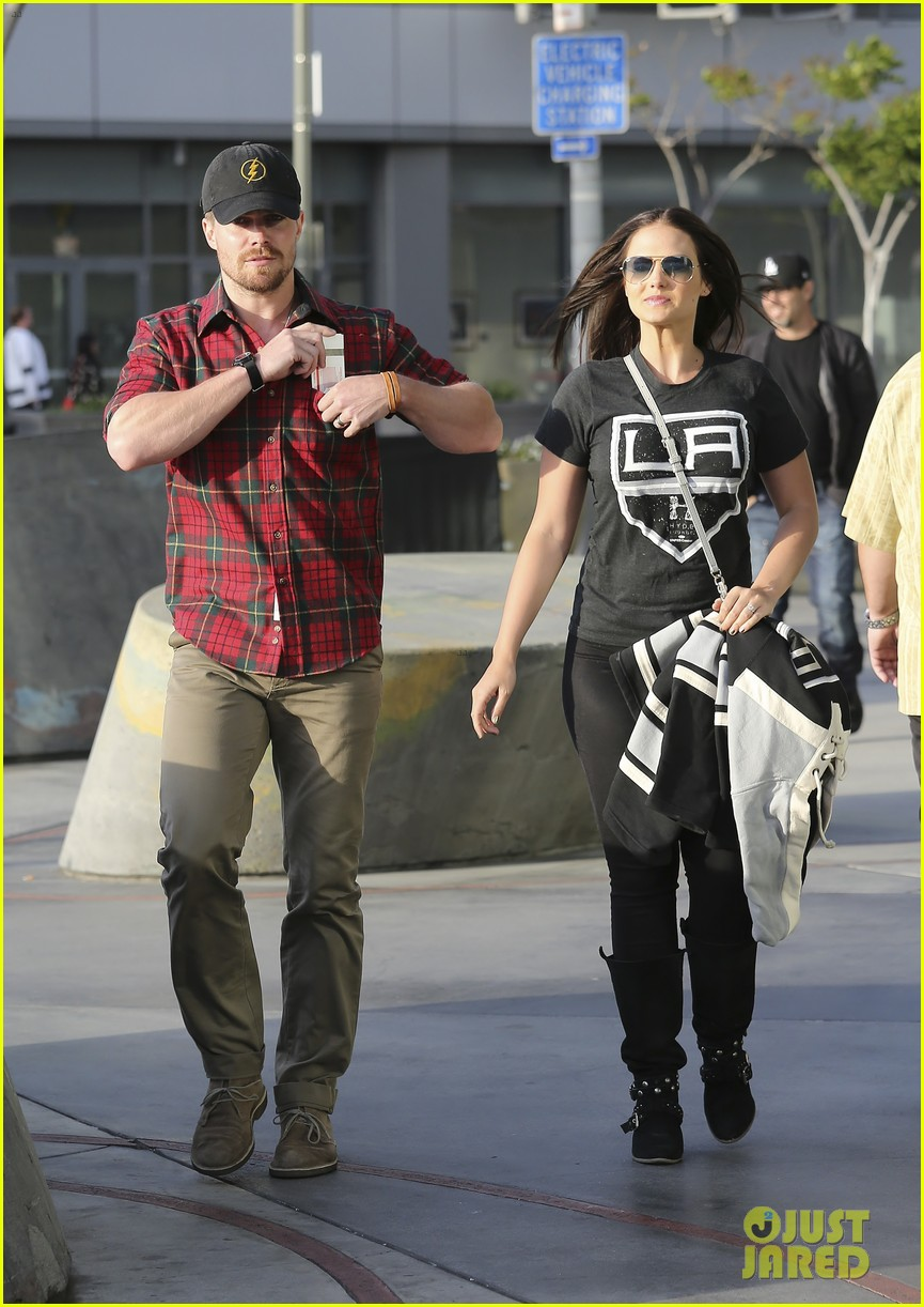 paul wesley stephen amell cw stars at kings game 033109251