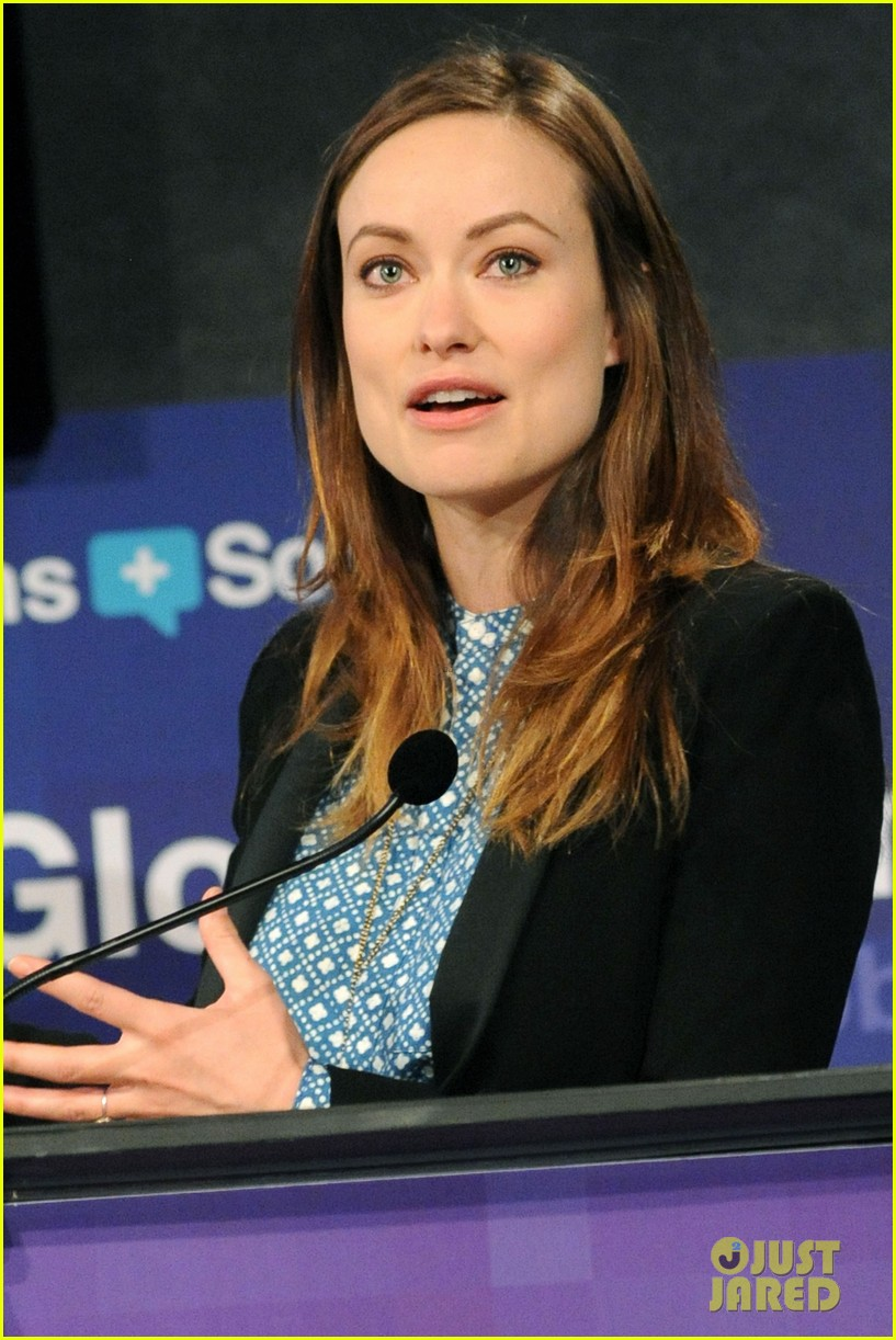 olivia wilde plays john mayer or pepe le pew 02