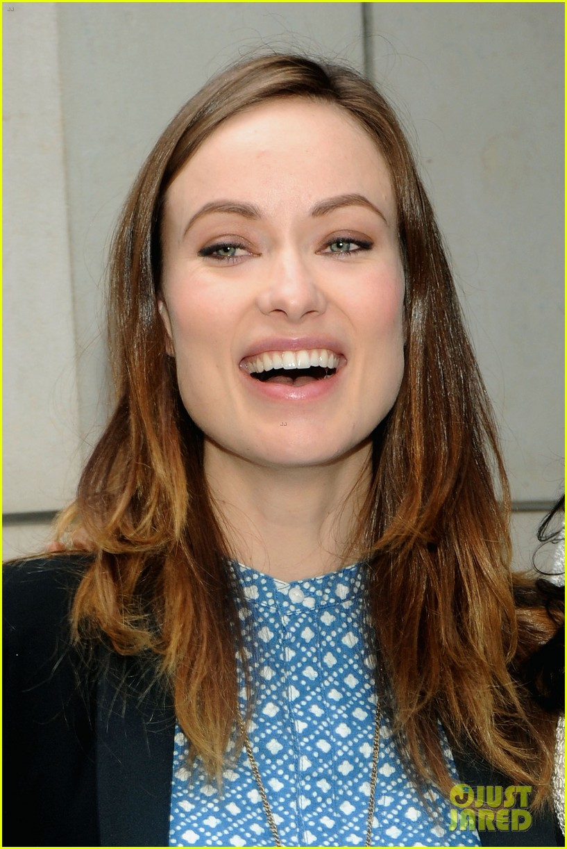 olivia wilde plays john mayer or pepe le pew 103108174