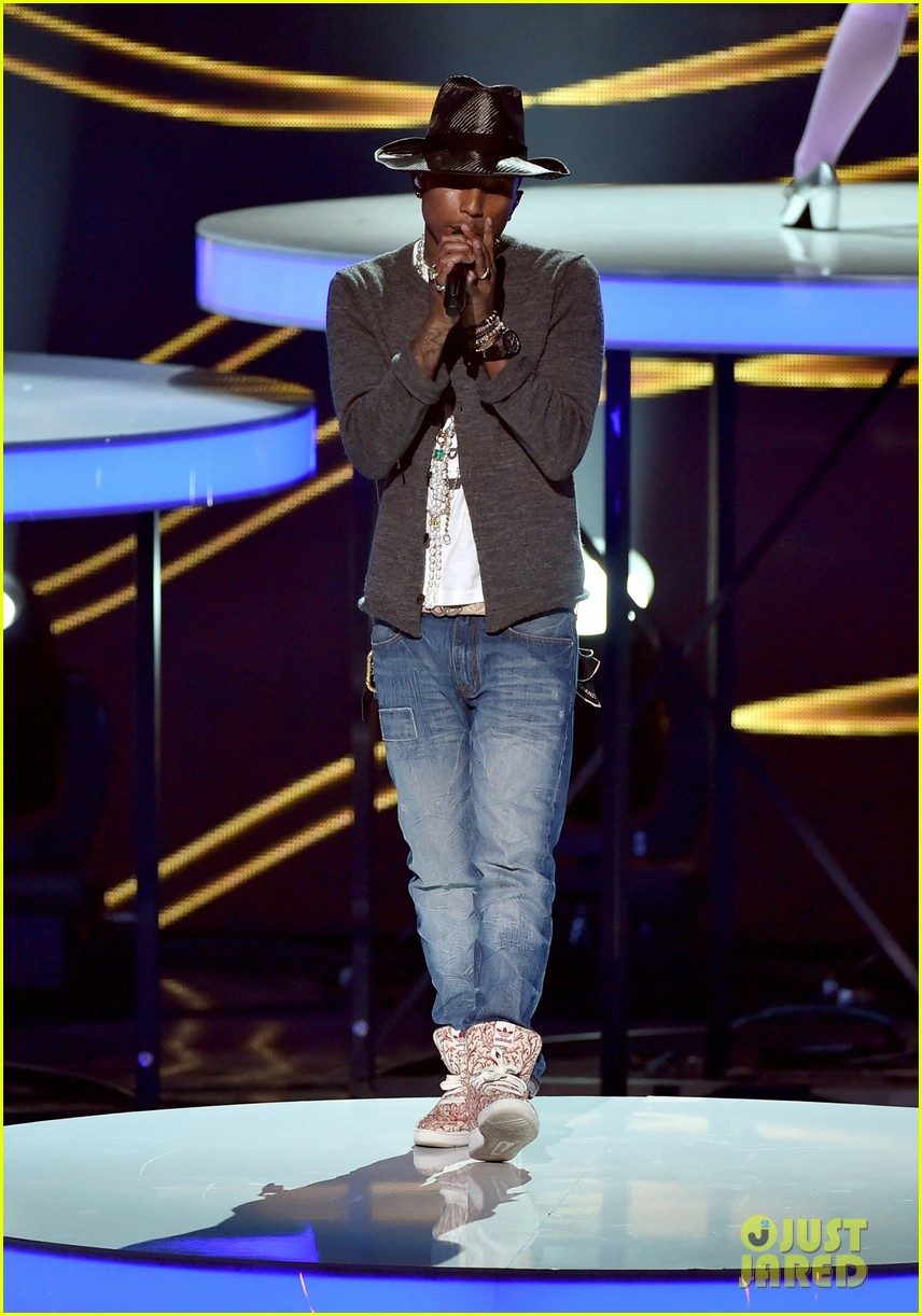 pharrell williams iheartradio music awards 2014 083103606