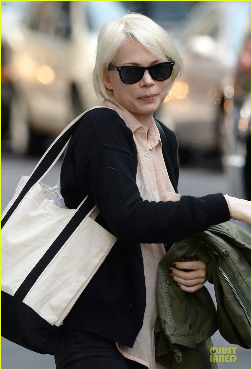 michelle williams falls in love with louis vuitton 04