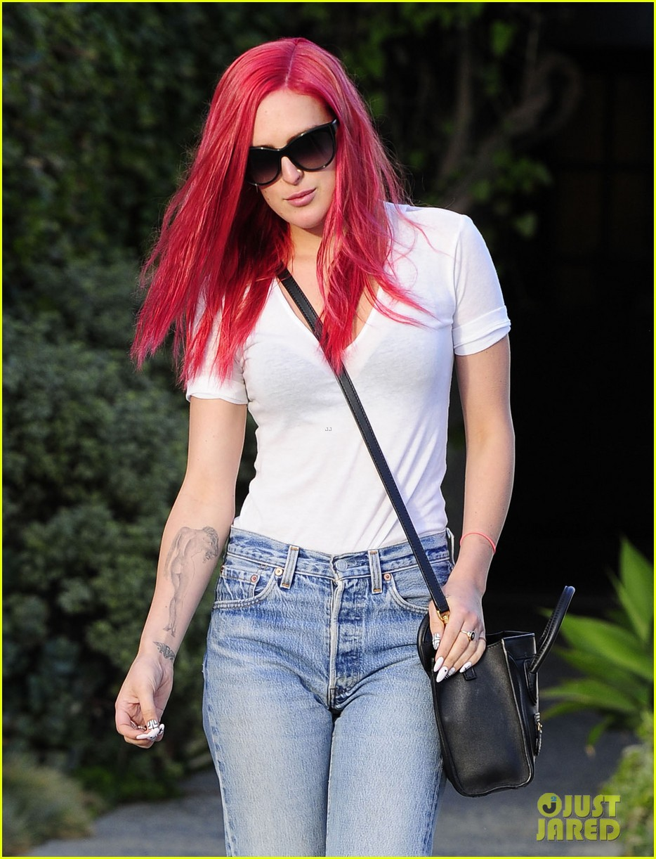 rumer willis dyes her hair bright pink 163119668