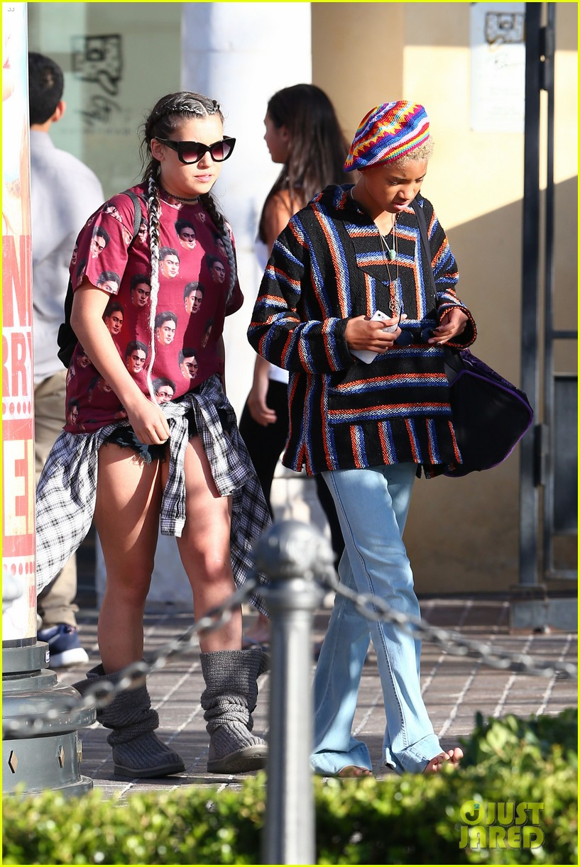 barefoot willow smith lunches with mosies arias  u0026 telana