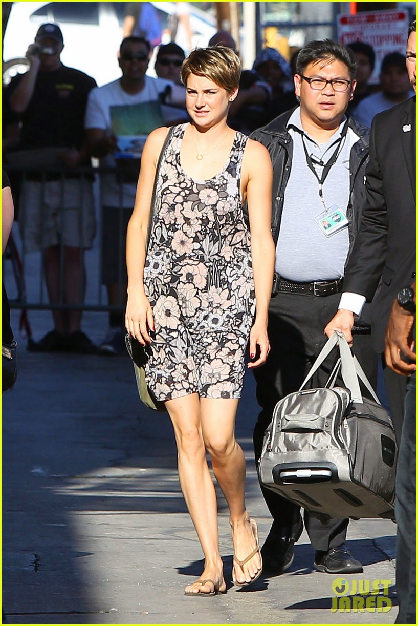 shailene woodley possesions one suitcase 01