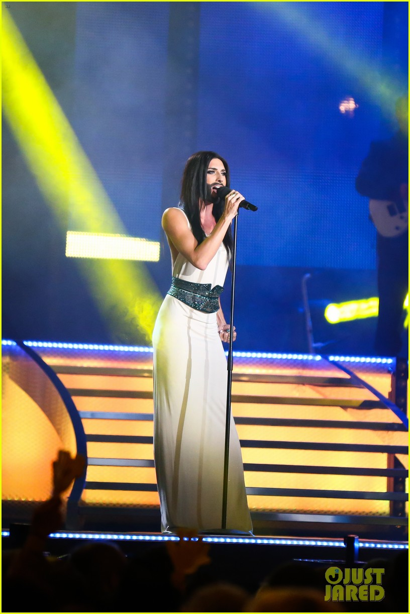 conchita wurst bearded drag queen wins eurovision 093110283