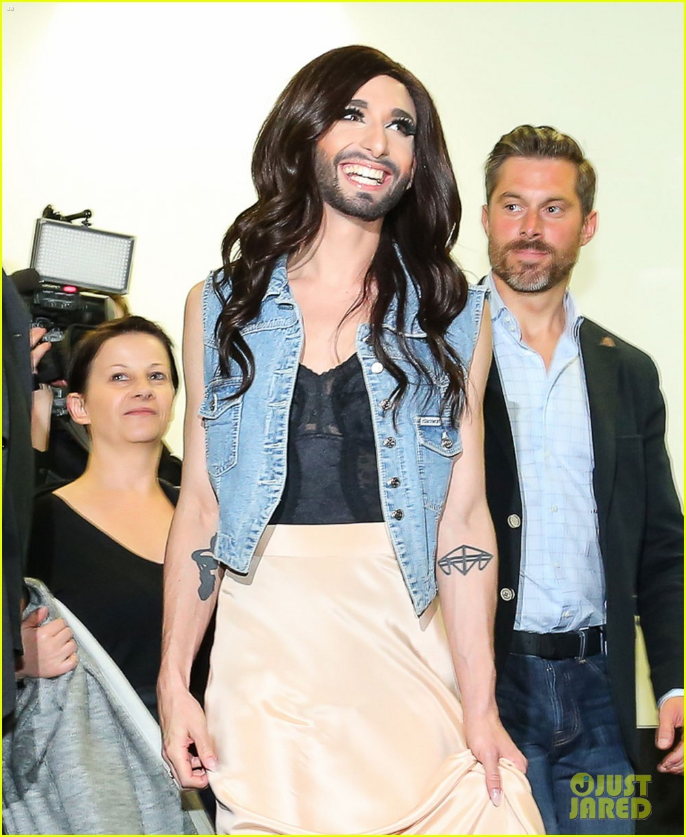 conchita wurst greeted by fans in austria after eurovision win 02