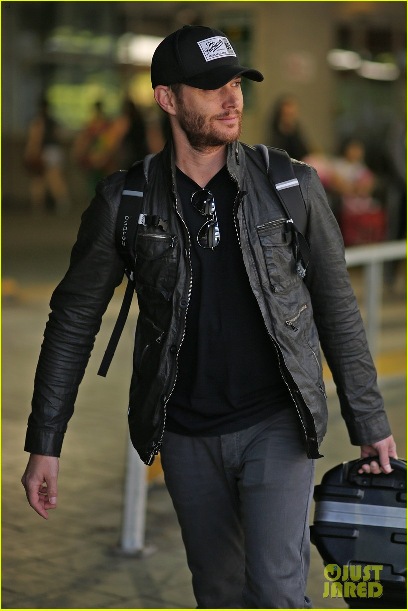 jensen ackles wants you points out photogs 103143617