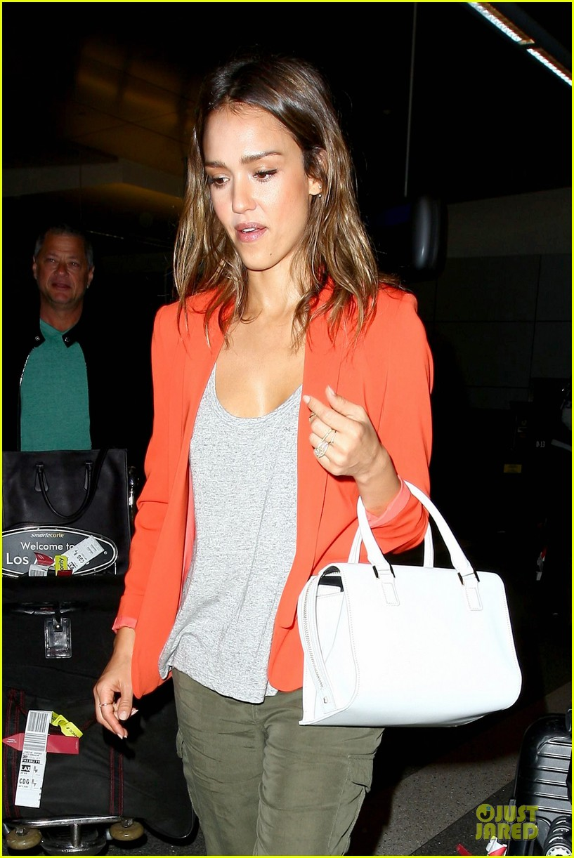 jessica alba red hot arrival at lax airport 08