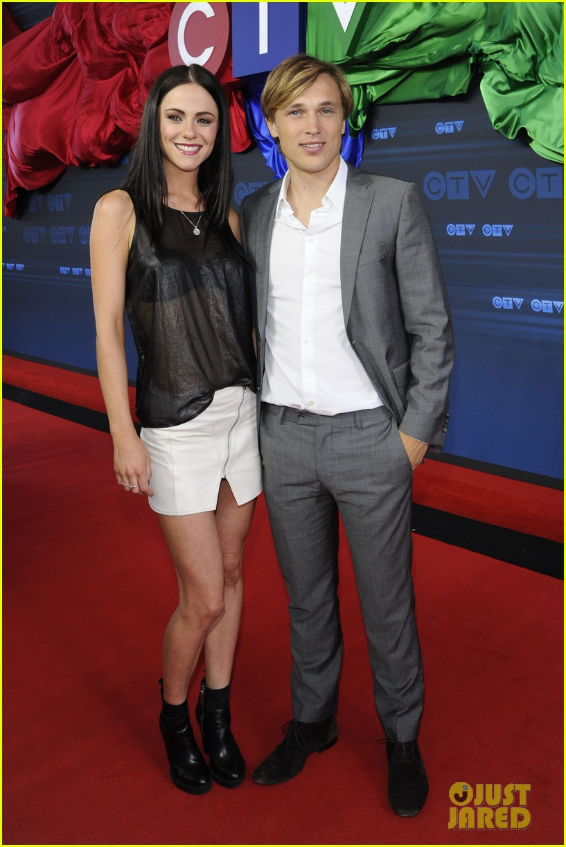 stephen amell chloe bennet hit canada for ctv upfront 2014 133129633
