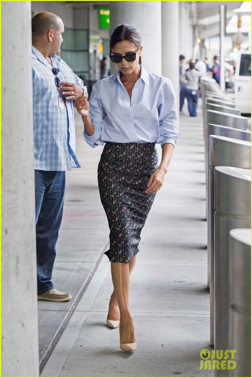 victoria beckham goes business chic for a flight 123131651