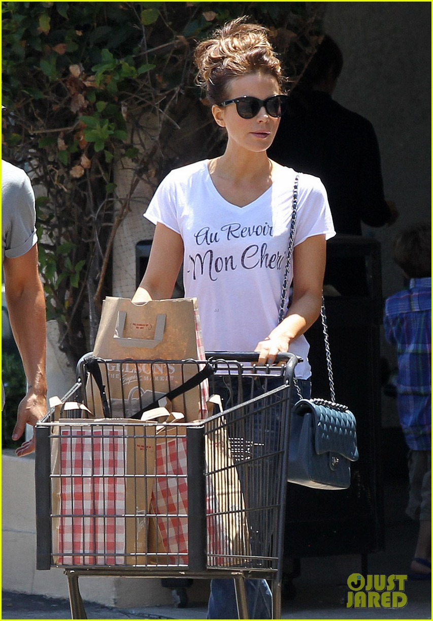 kate beckinsale len wiseman stock up on groceries 083141820