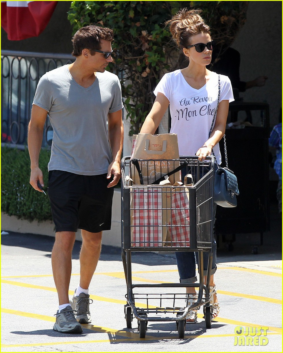 kate beckinsale len wiseman stock up on groceries 113141823