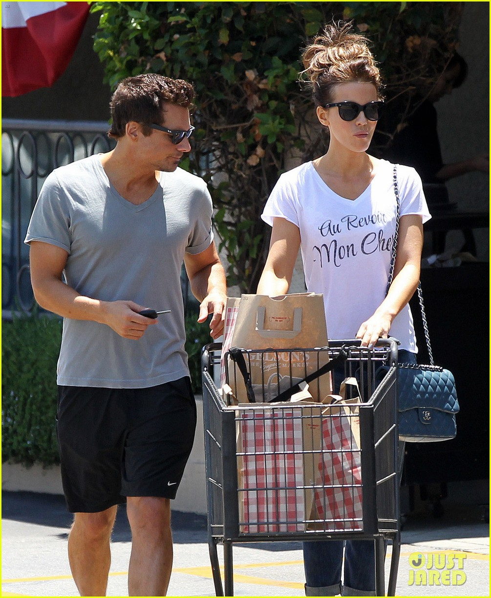 kate beckinsale len wiseman stock up on groceries 15