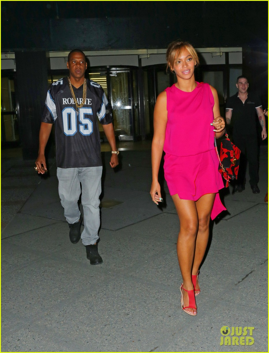 beyonce jay z are all smiles stepping out nyc 05