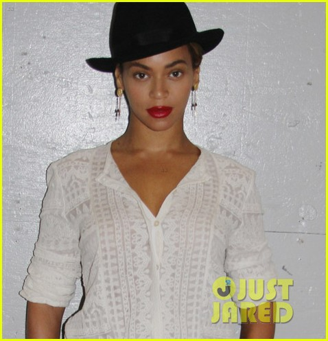 beyonce looks summer chic in white dress with fedora 02
