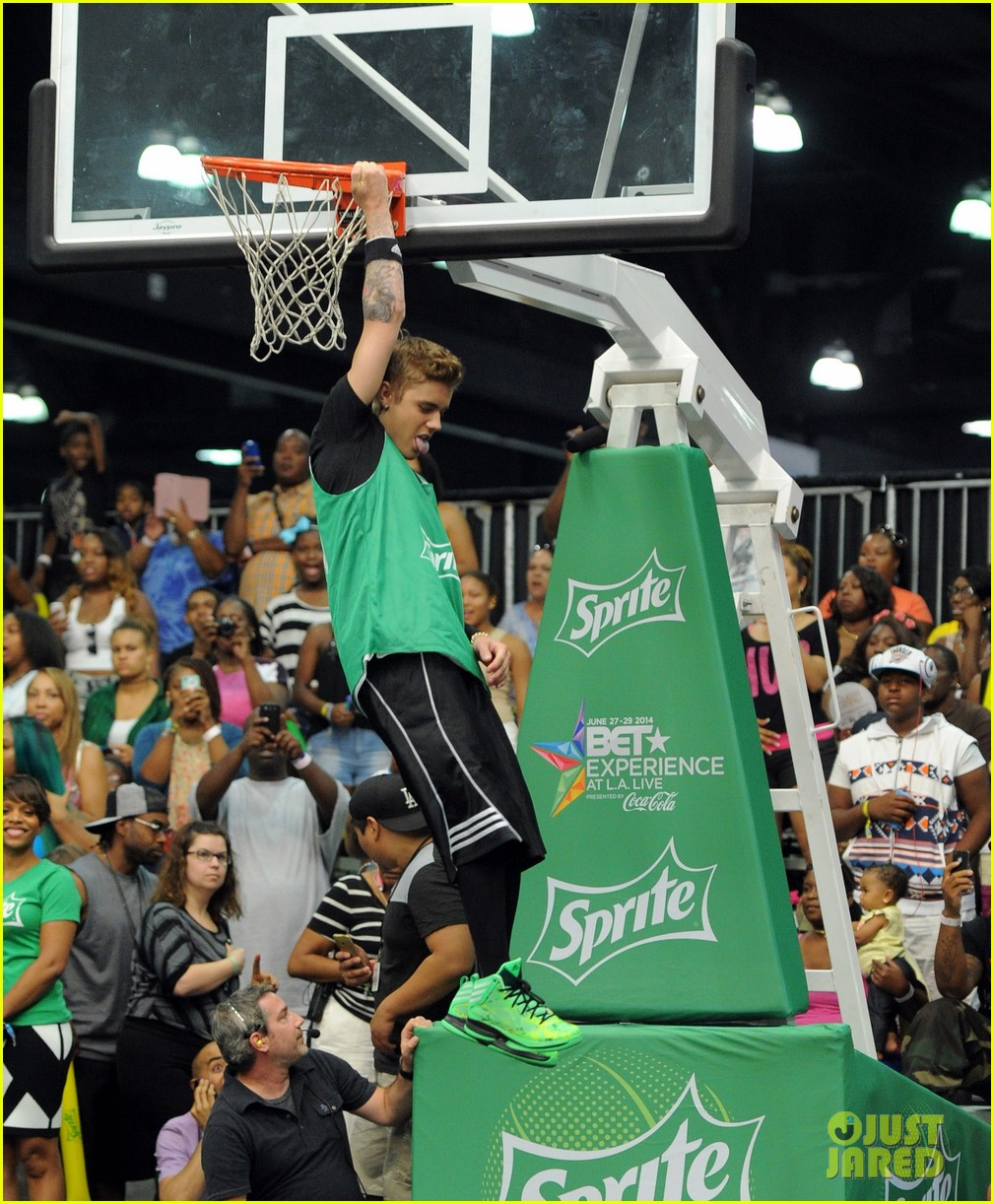 justin bieber chris brown bet celeb basketball game 153145690