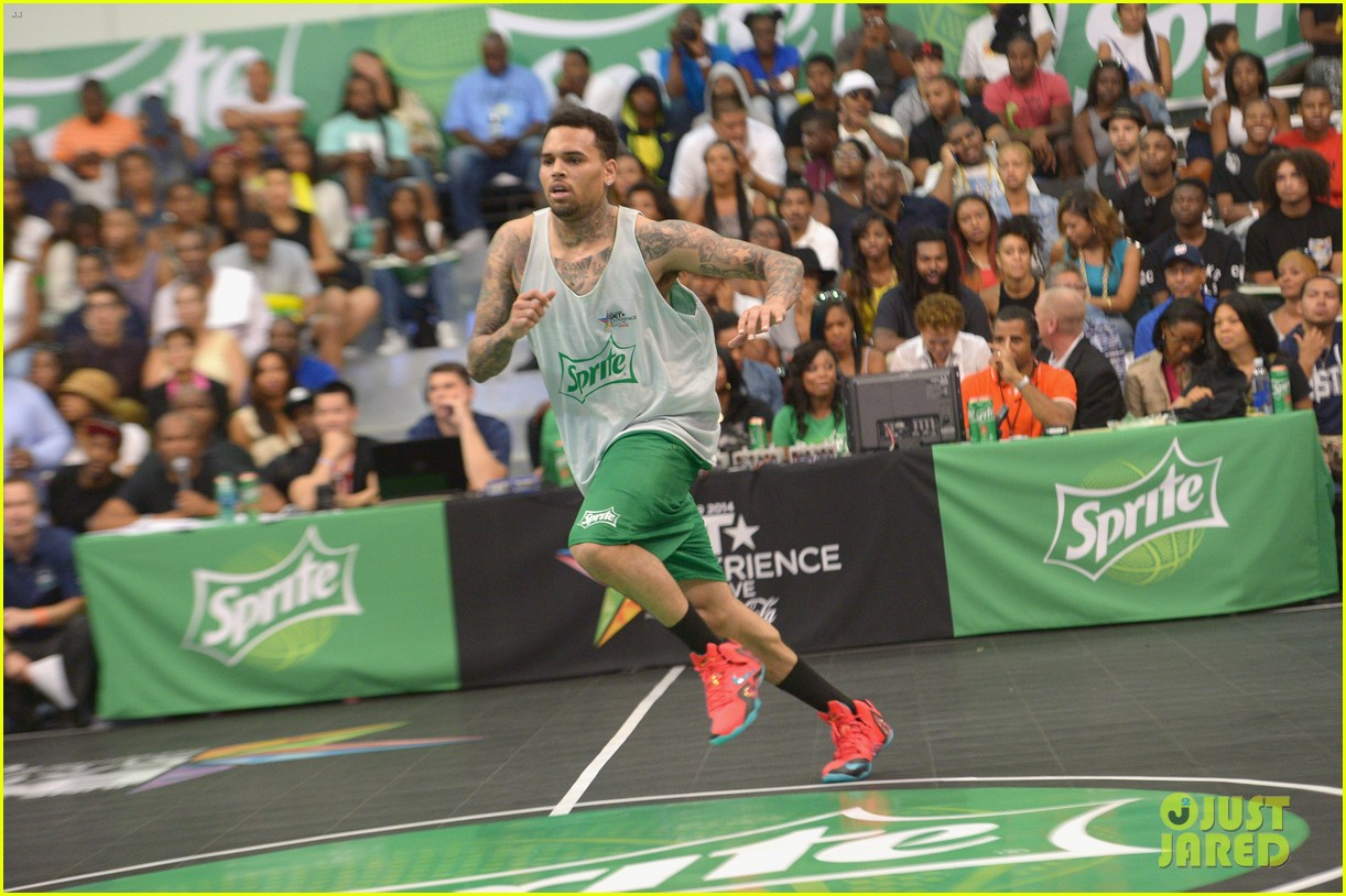 justin bieber chris brown bet celeb basketball game 34