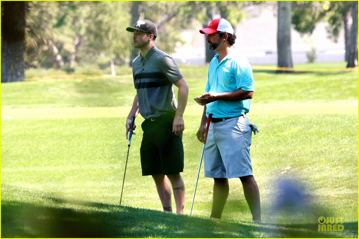 justin timberlake gets jessica biel to play golf 193147150