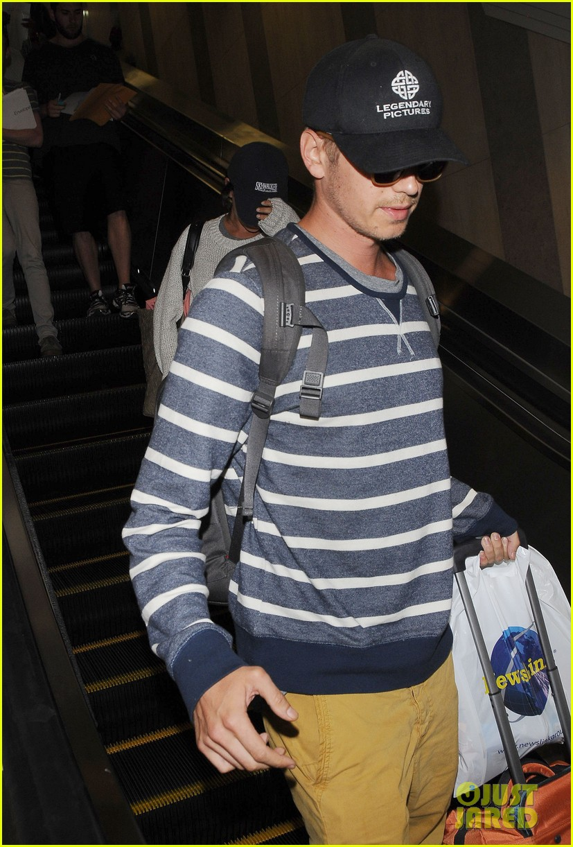 pregnant rachel bilson hayden christensen return from barbados 24