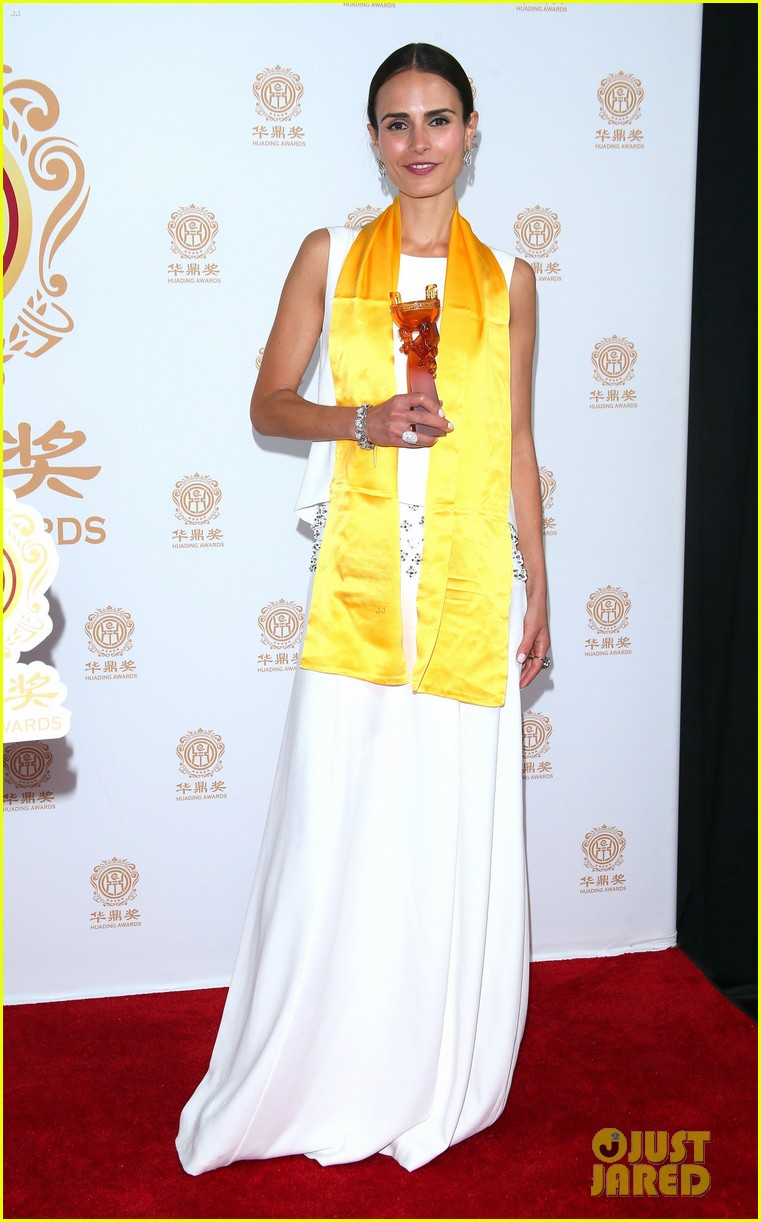 jordana brewster tyrese accept award at huading film awards 2014 07