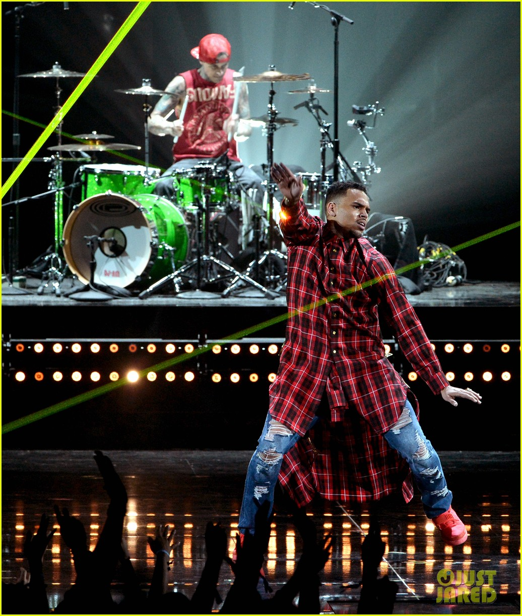 chris brown bet awards 2014 033146320