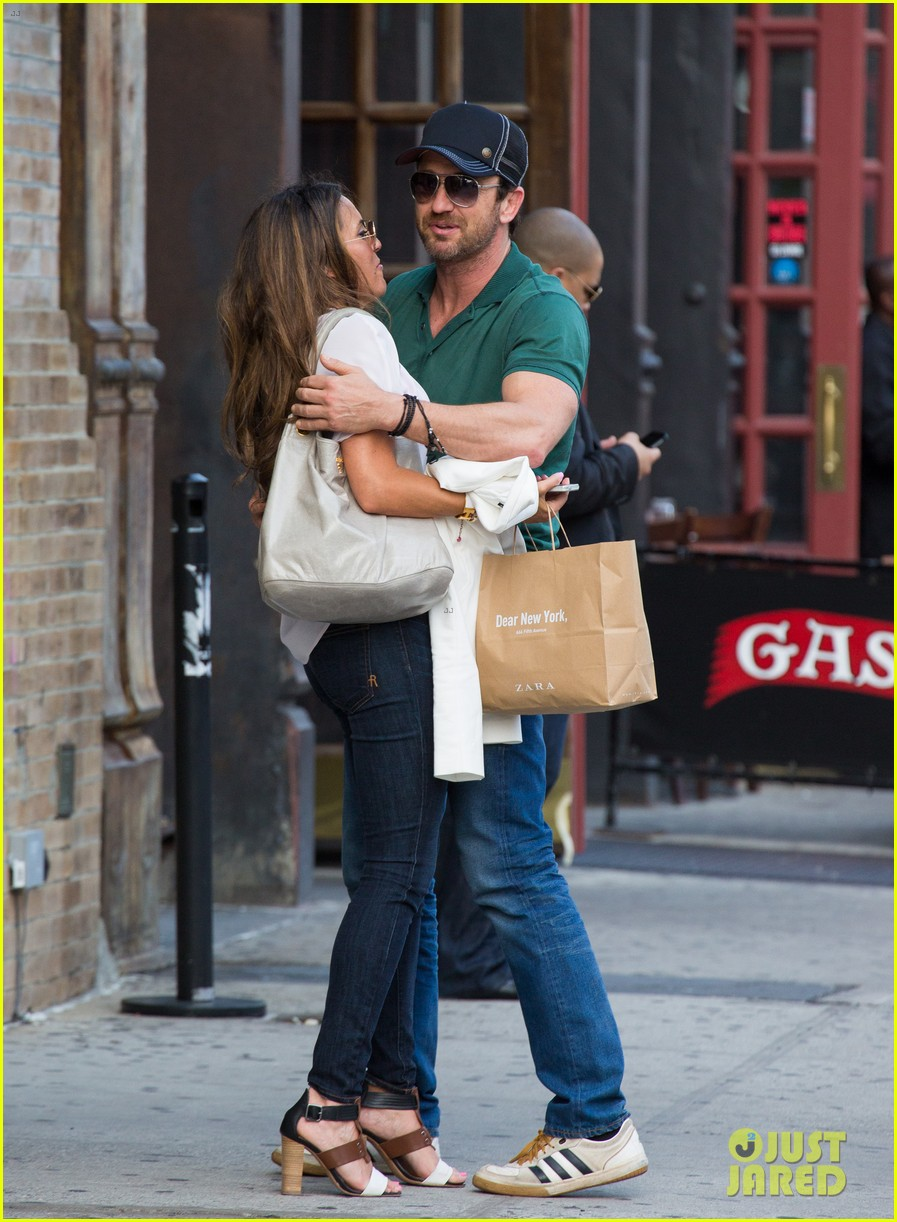 gerard butler hugs kisses mystery woman 01