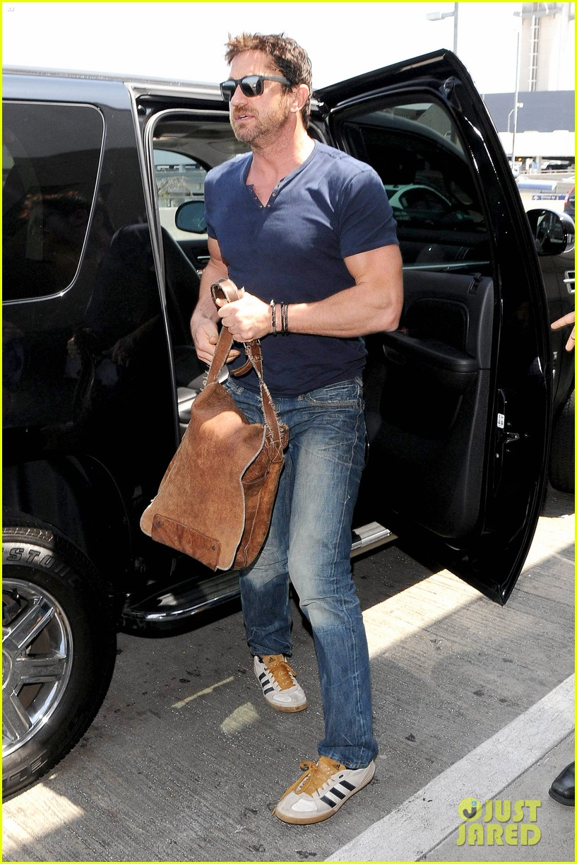 gerard butler jets out of town after quick trip 08
