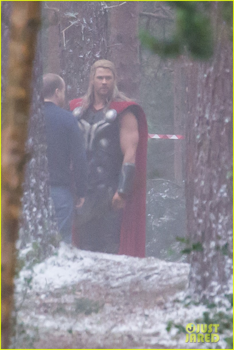 chris hemsworth back in costume as thor 163144629