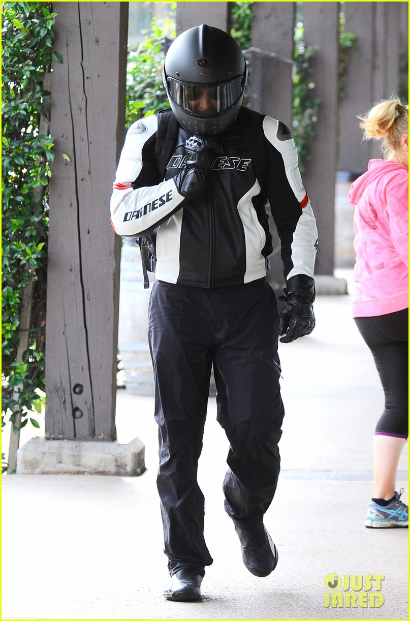 bradley cooper goes incognito in his motorcycle gear 04