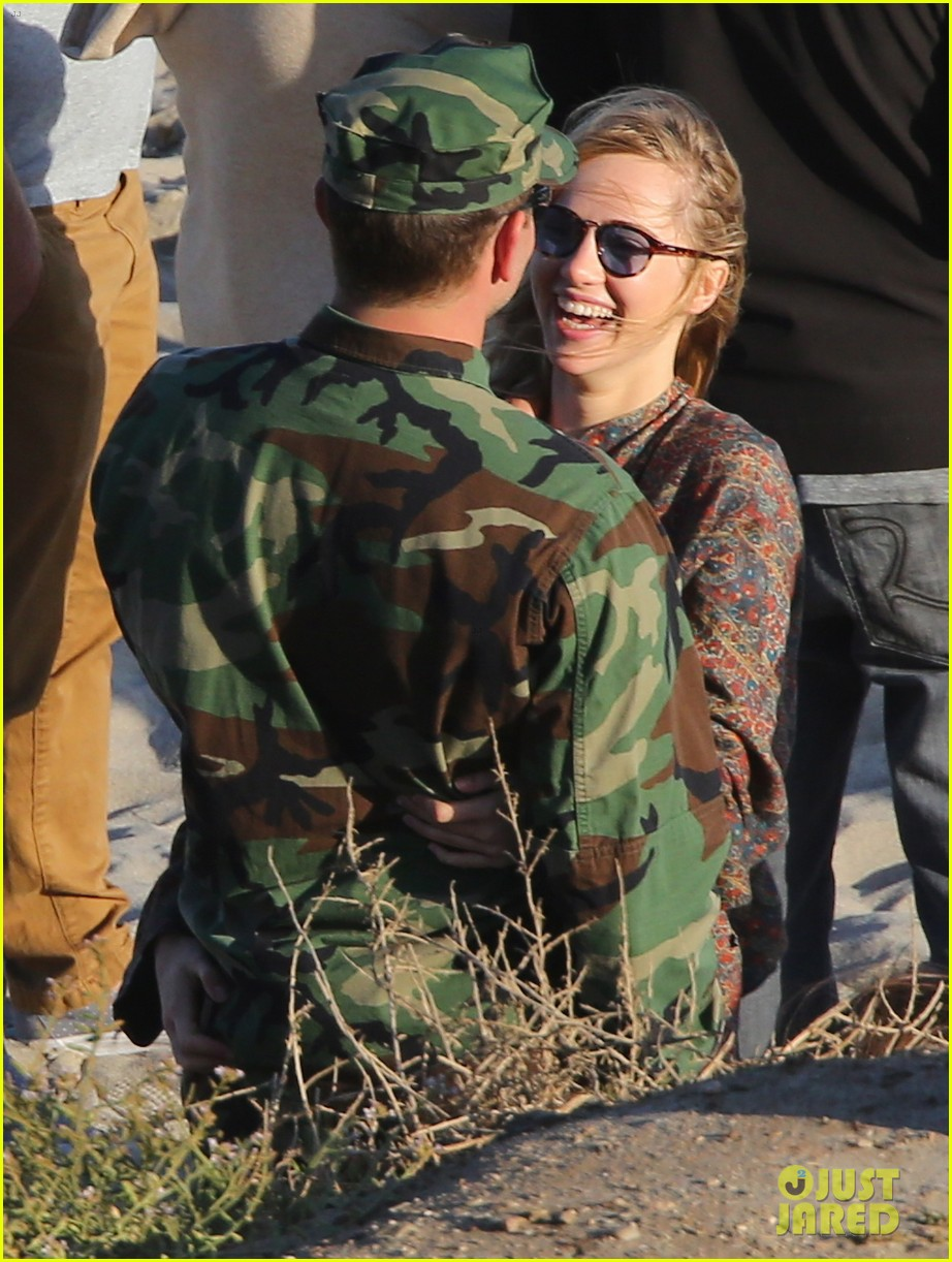 bradley cooper suki waterhouse show off a ton of pda 28
