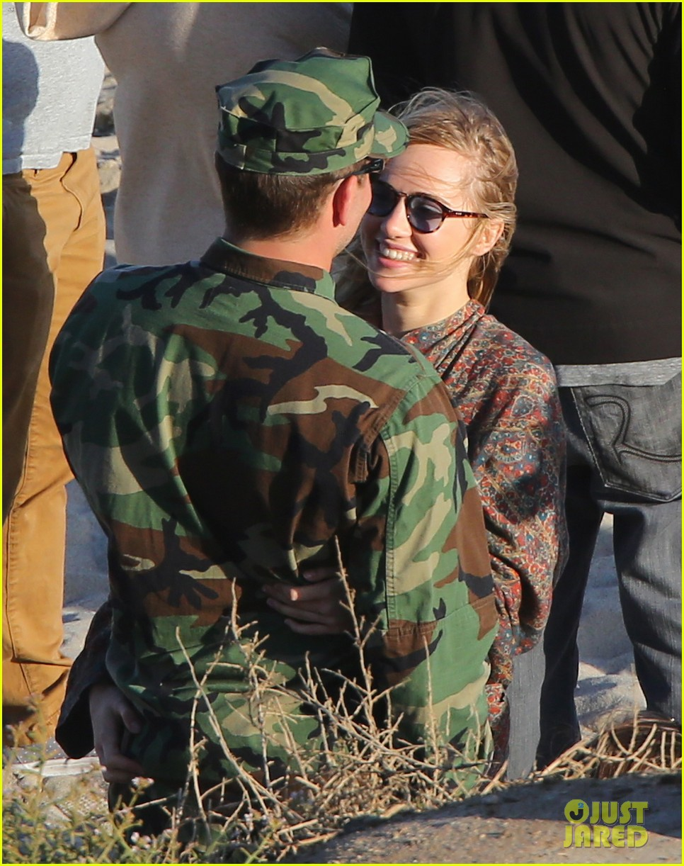bradley cooper suki waterhouse show off a ton of pda 31