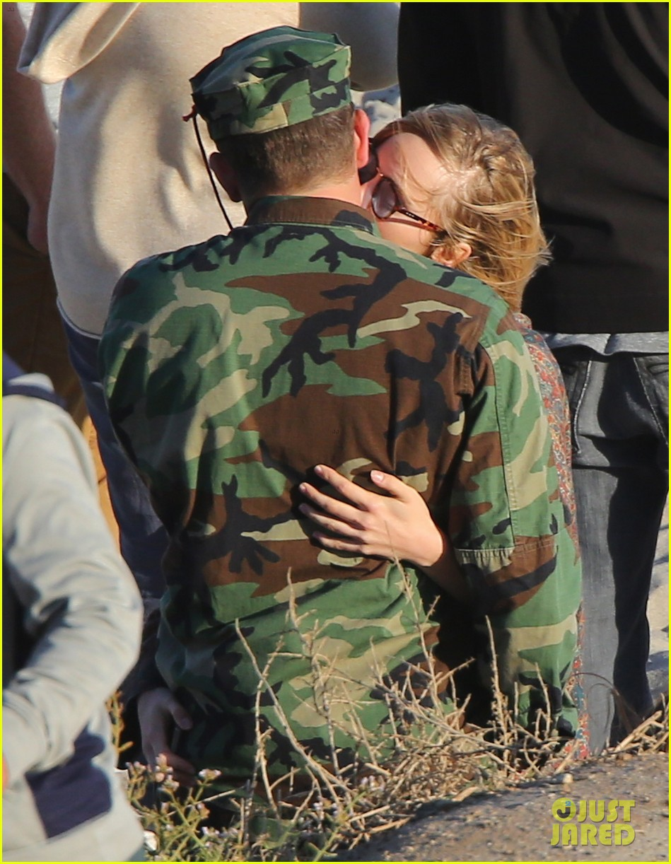 bradley cooper suki waterhouse show off a ton of pda 32