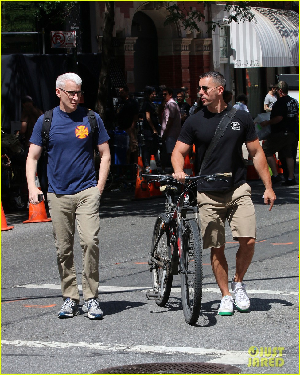 anderson cooper steps out with boyfriend after vagina segment 113144180
