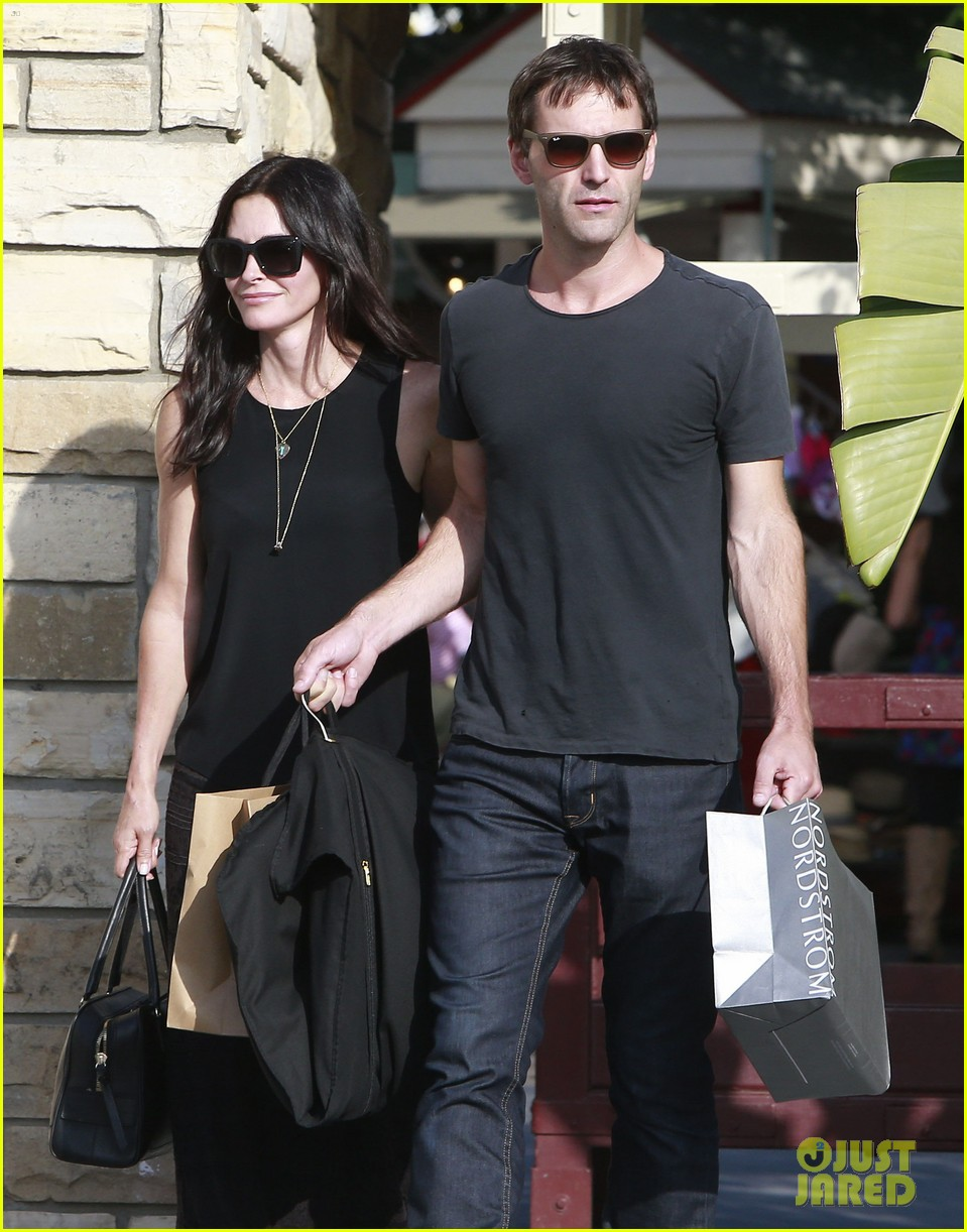 courteney cox has a milestone birthday coming up 023133369