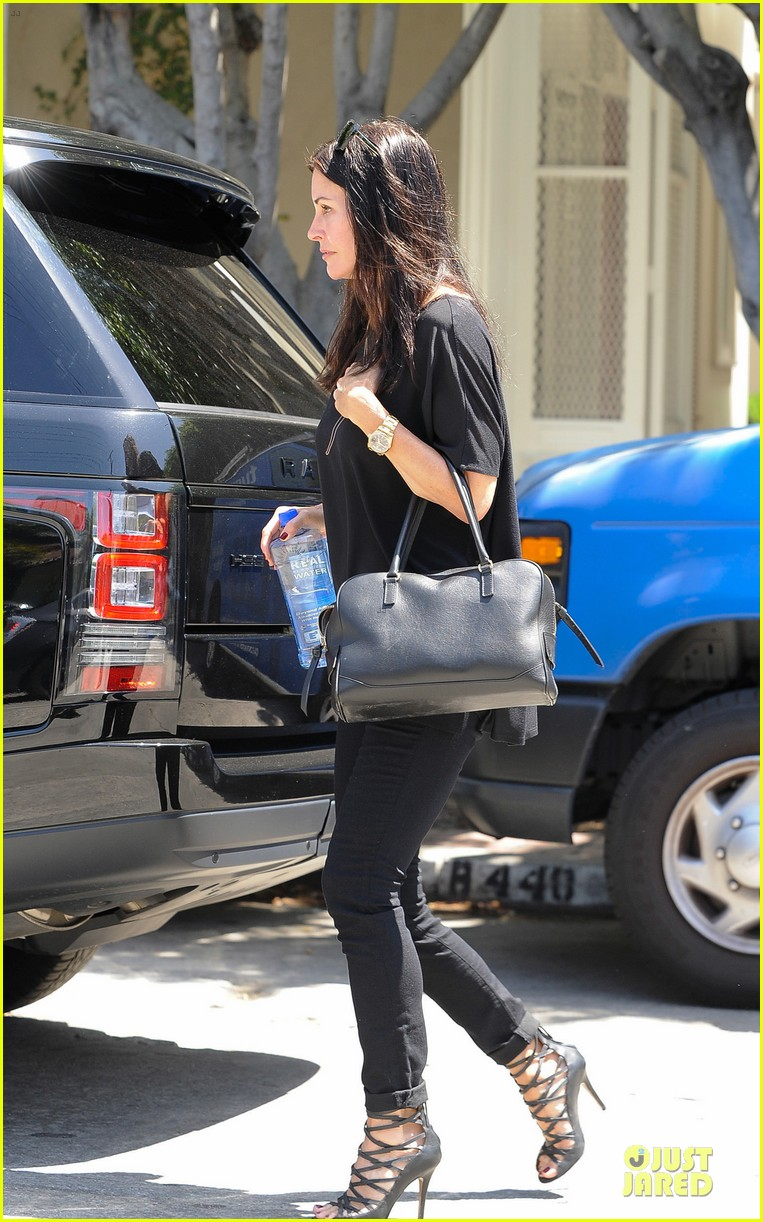 courteney cox johnny mcdaid talked engagement 013130098