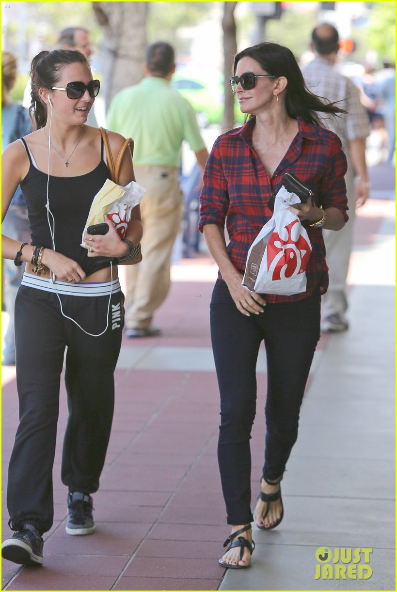 courteney cox meets up with her ex david arquette before her birthday 063134709
