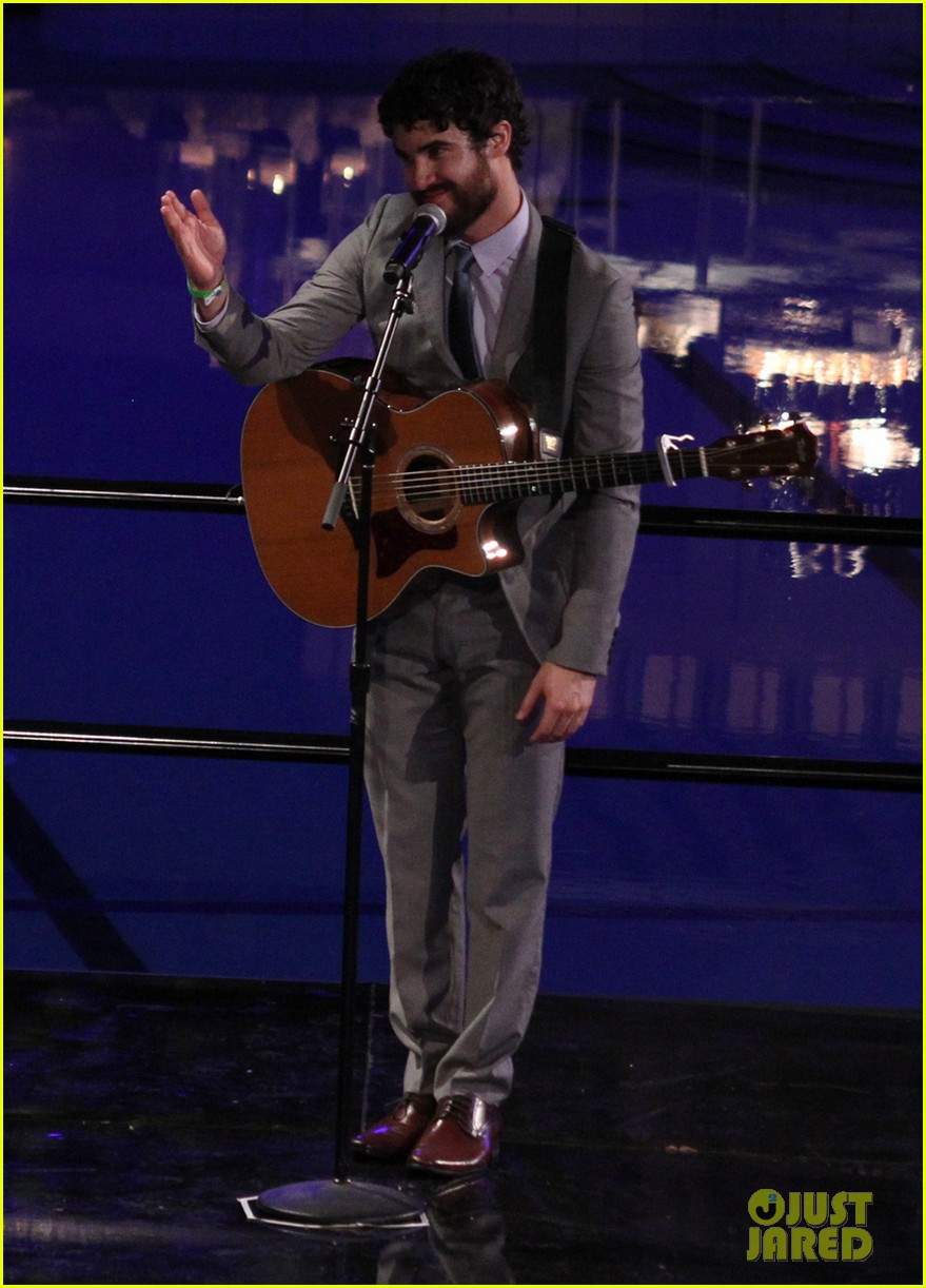 darren criss performs at wedding celebration prop 8 08