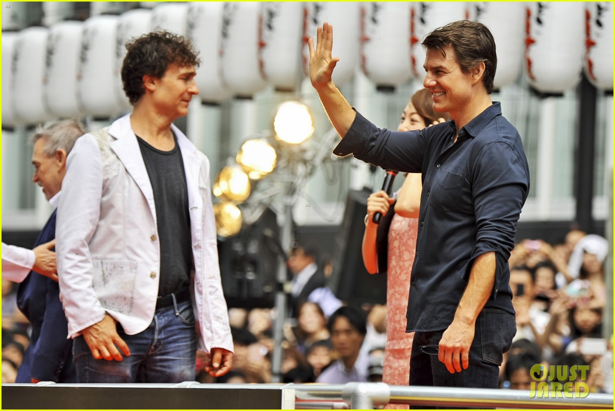 tom cruise is the happiest for edge of tomorrow japan photo call 103143659