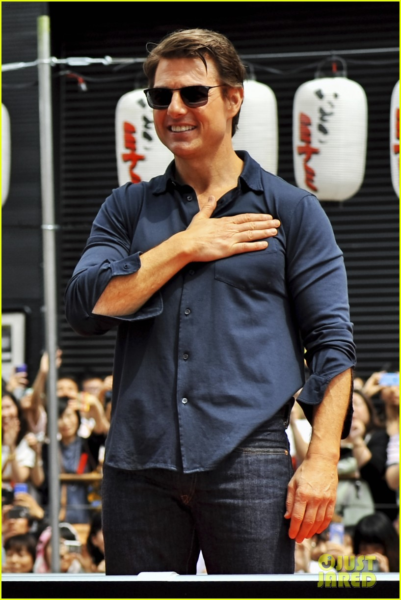 tom cruise is the happiest for edge of tomorrow japan photo call 13