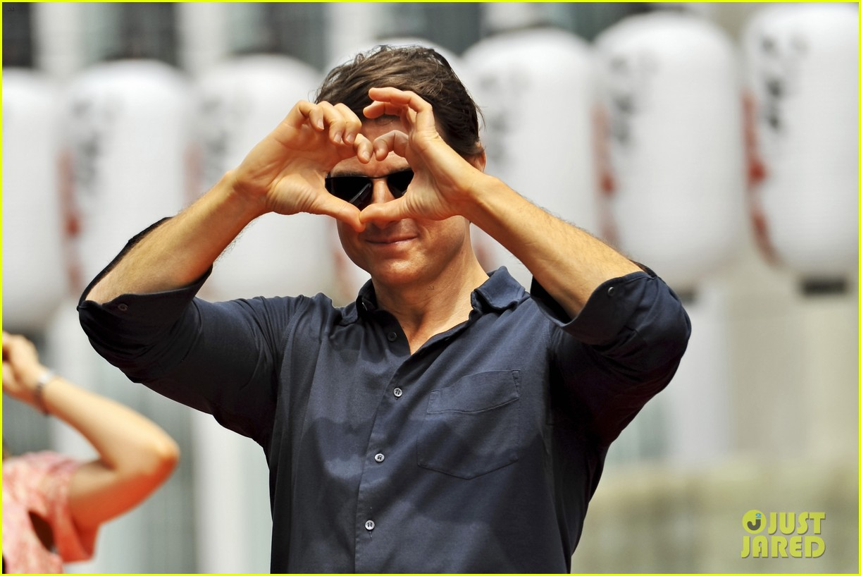 tom cruise is the happiest for edge of tomorrow japan photo call 153143664