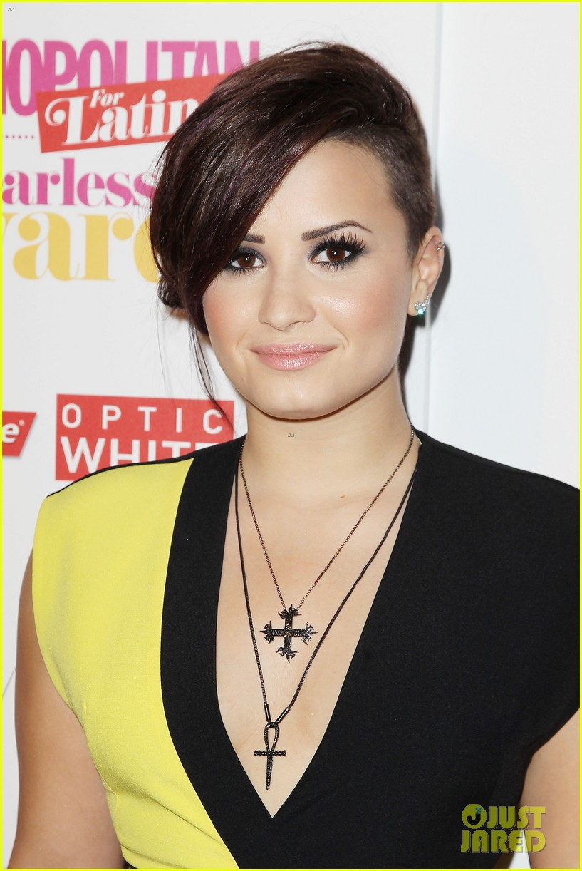demi lovato fun fearless awards purple hair 01