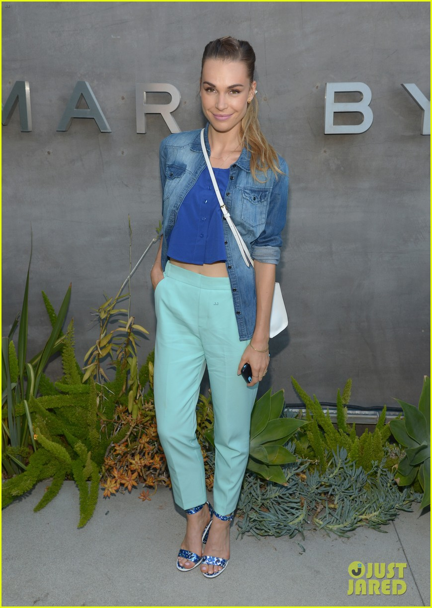 zoey deutch keke palmer marc jacobs preview event 02