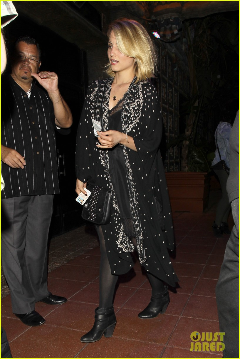 dianna agron jack white concert mystery man 05