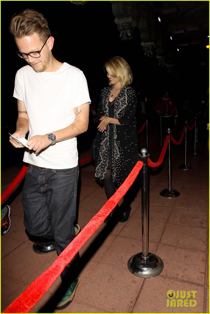 dianna agron jack white concert mystery man 10