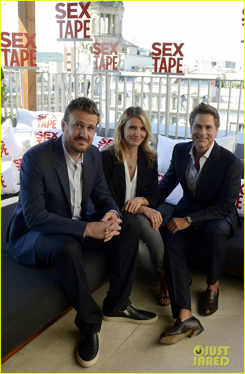 cameron diaz makes fabulous trio with jason segel rob lowe 03